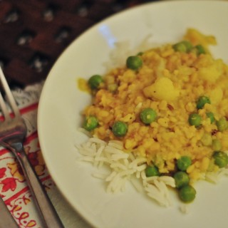 Yellow Lentils with Cauliflower and Peas